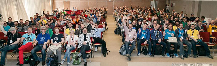 Photo de groupe pour les Drupal Dev Days 2014 à Szeged (Par mr.TeeCee)
